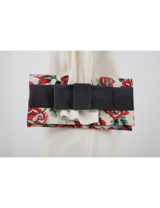 Rose clutch bag with a gray...